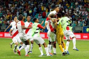 Perú gana tanda de penaltis y jugará semifinal contra Chile (4-5)