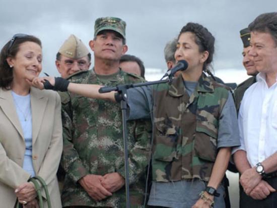 Comparece guerrillero que estuvo encargado de cuidar a Betancourt