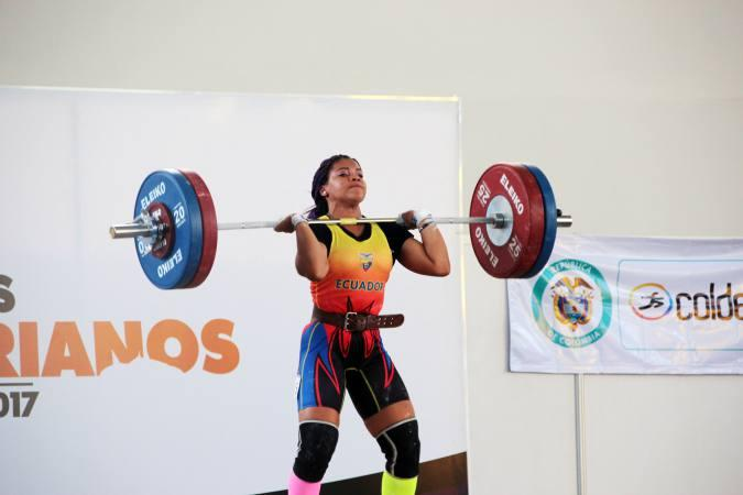 La pesista ecuatoriana Paola Palacios gana tres medallas de oro en Cuba