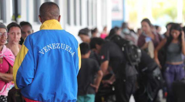 Cerca de 400 venezolanos residentes en Ecuador regresarán en julio a su país
