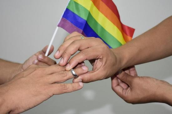 En dos días, seis parejas LGBTI piden licencia para casarse en Ecuador