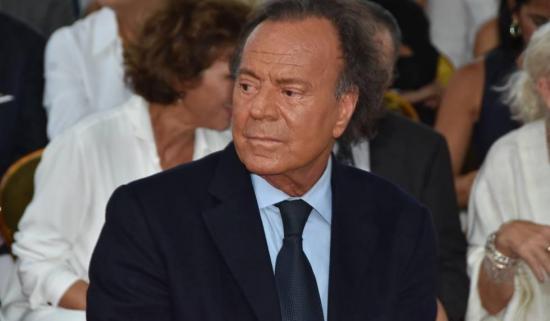 Julio Iglesias es el padre de Javier Sánchez, de 43 años, según justicia española