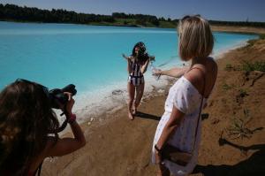 La oscura verdad detrás de las azules aguas de un lago de Siberia que triunfa en Instagram