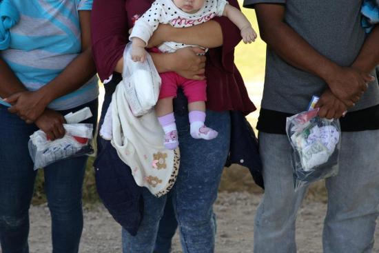 Al menos 18 bebés fueron separados de sus padres en la frontera de EE.UU.