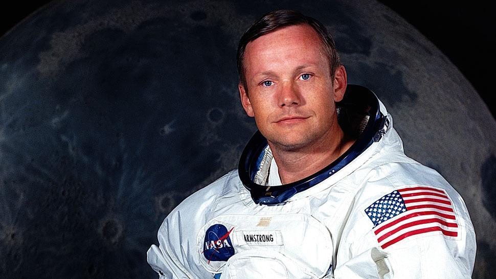 Subastan objetos de Armstrong al cumplirse 50 años del viaje a la Luna