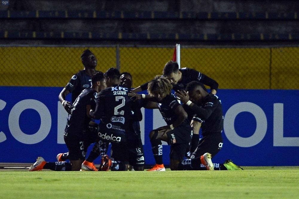 Independiente del Valle clasifica por primera vez a cuartos de final tras vencer a Caracas (2-0)