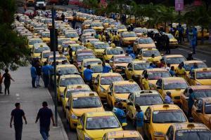 Taxistas se movilizaron en contra del gobierno ecuatoriano