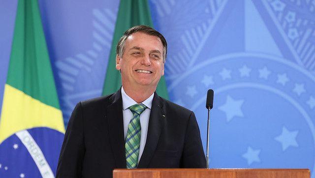 Bolsonaro dice no entender polémica por designar a su hijo como embajador