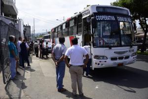 Portoviejo: Un hombre muere dentro de un bus urbano