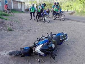 Dos personas terminaron heridas al impactarse contra vehículo en Portoviejo