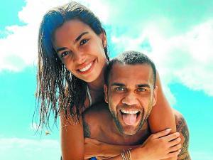 Dani Alves se toma unas vacaciones muy espirituales