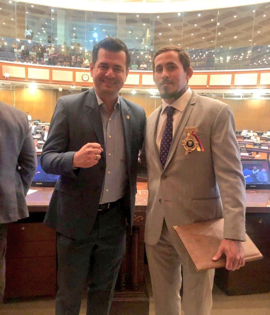 La Asamblea Nacional condecora al luchador manabita Marlon 'Chito' Vera