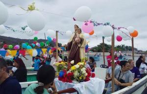Realizan misa y procesión en el mar por la virgen del Carmen en San Vicente