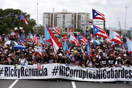 Manifestantes y artistas vuelven a exigir renuncia de gobernador de Puerto Rico