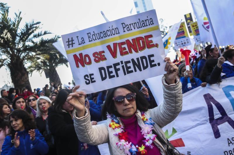 Profesores chilenos vuelven a clase tras paro de 50 días por mejores salarios