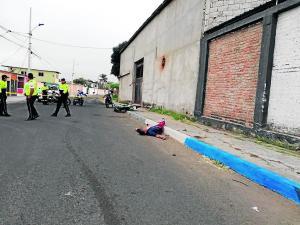 Hombre muere tras salir de su casa en Manta