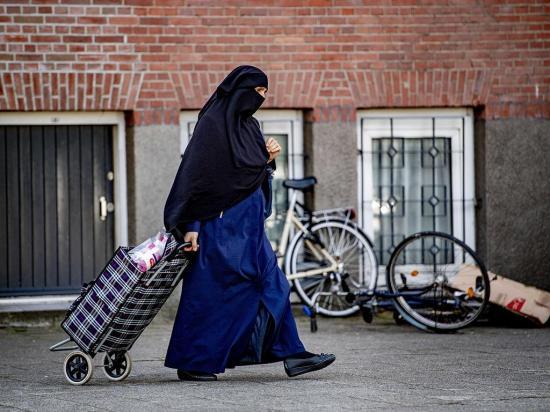 La prohibición de utilizar EL burka entra en vigor hoy