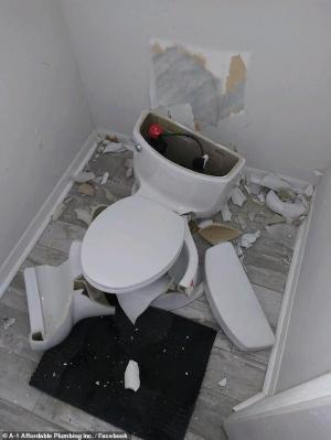Un rayo hace explotar un inodoro en una residencia de Florida
