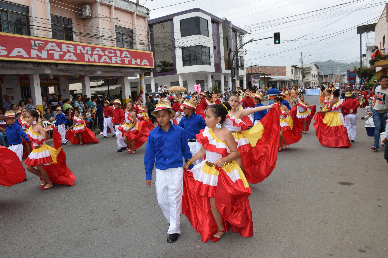 Chone celebró sus 284 años de función con desfile folclórico
