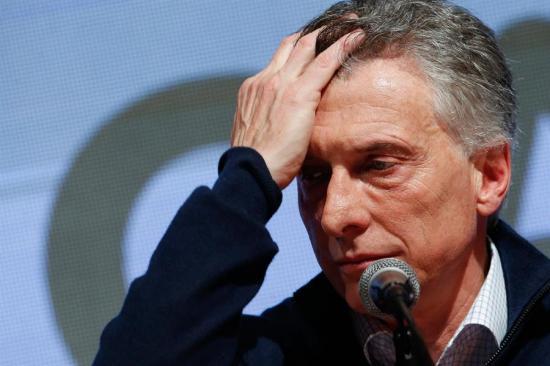El valor del peso argentino se desploma tras derrota de Mauricio Macri en primarias