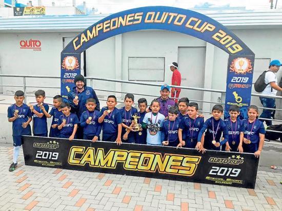 Academia Paucar Independiente gana título en Quito Cup