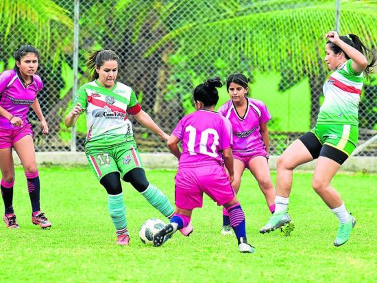 Agente civil de Portoviejo destaca en el torneo femenino de la Liga Barrial Amazonas