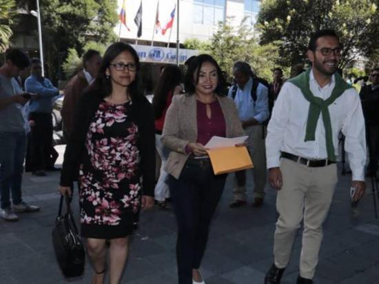 Mery pide versión de Rafael Correa
