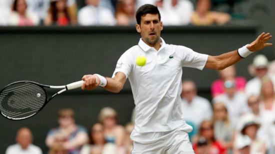 Djokovic comienza la defensa del título con triunfo fácil ante Querrey
