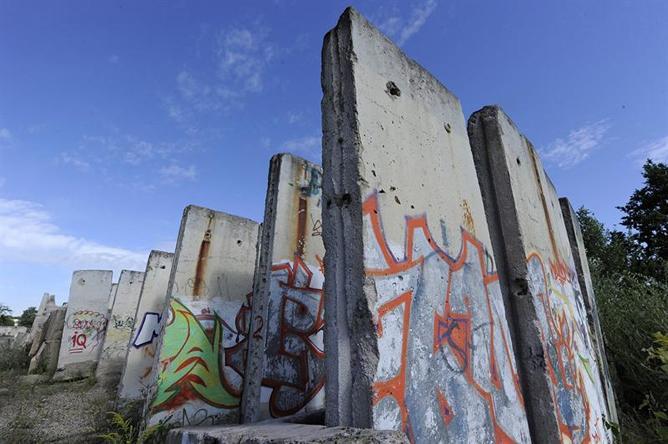 Berlín recuerda la construcción del muro
