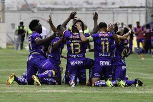 Copa Ecuador: Delfín vence por 3-2 a Independiente Jr. en el estadio La Cocha