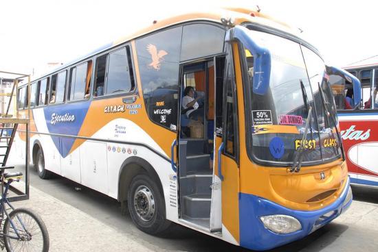 Asaltan bus de la Cooperativa Carlos Alberto Aray en la vía Flavio Alfaro - El Carmen