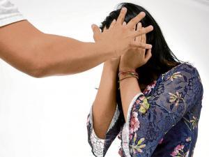 Pon un alto ante la primera señal de violencia en una pareja