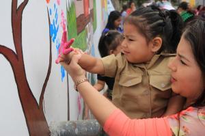 Parte de una pared colapsada en el terremoto del 16A se transforma en mural en Manta