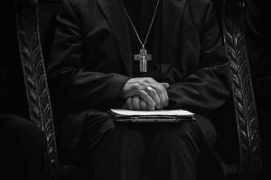 Jurado declara culpable a cura católico en EE.UU. por abusos a dos menores
