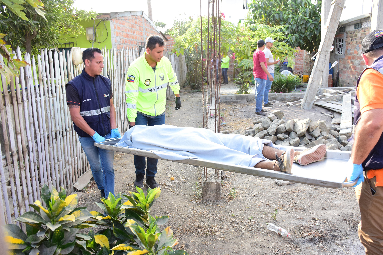 Hombre fue asesinado mientras construía su casa en Montecristi