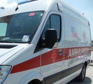 Choque entre una volqueta y un carro deja una persona herida en Pedernales