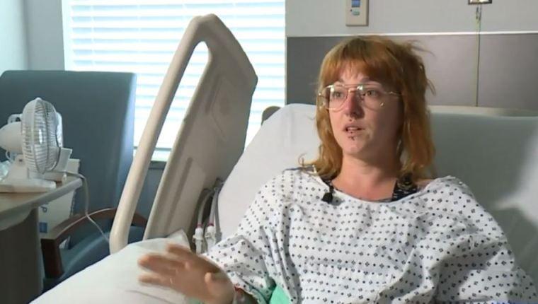 Mujer da a luz trillizos tras pensar que sufría cálculos renales