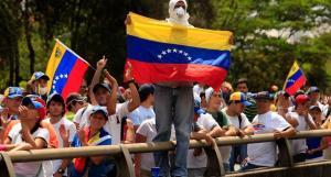La desesperanza invade a los venezolanos que se buscan la vida en Colombia