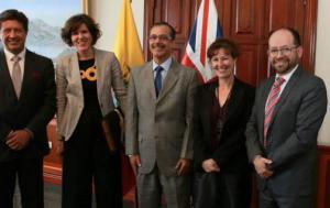 Ecuador y Reino Unido analizan un acuerdo contra la doble imposición