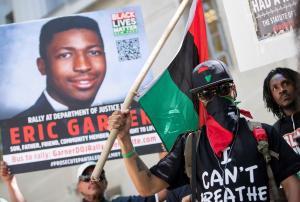 Despiden a policía que causó muerte de afroamericano en Nueva York en 2014