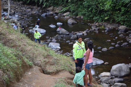 Encuentra a joven de 19 años muerta en río Chigüilpe