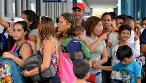 Cerca de 10.000 venezolanos tratarán de cruzar a Ecuador antes de nueva visa