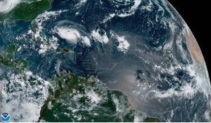 Huracán Dorian llega a la categoría tres en su camino amenazante a Florida