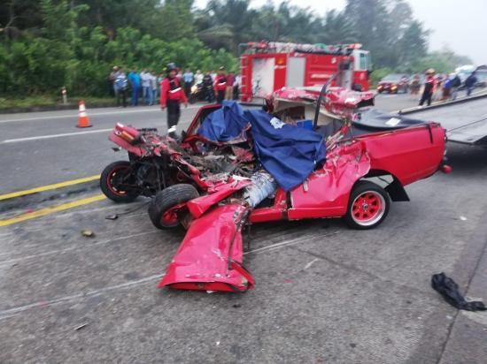 Dos personas quedaron aplastadas por un camión