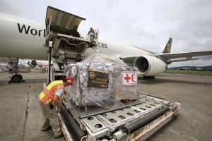 La Cruz Roja envía segundo avión con ayudas a Bahamas tras el paso de Dorian