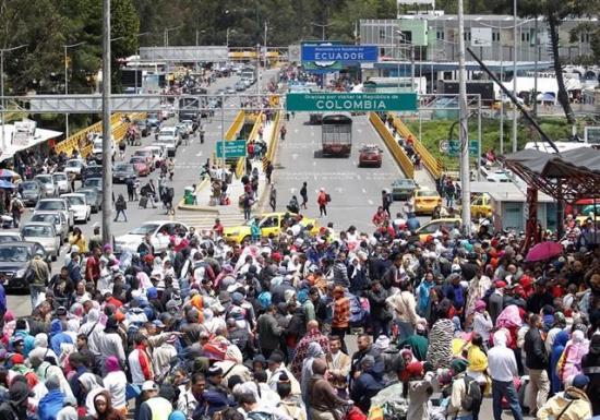 Ecuador estudia la petición para abrir un corredor humanitario a venezolanos