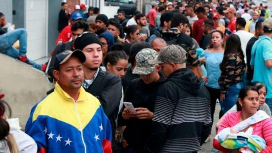 Colombia pide a Ecuador y Perú corredor humanitario para venezolanos