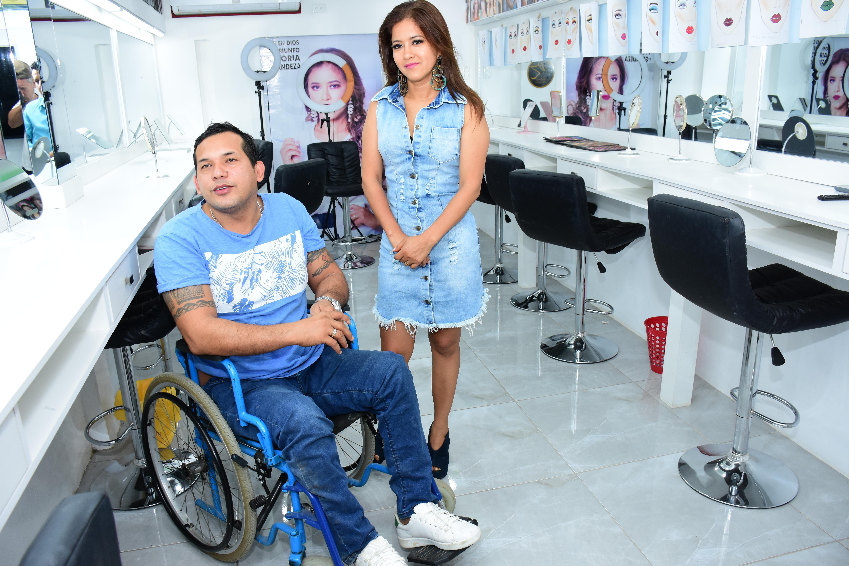 Dos parejas de esposos salieron adelante después de que ellos quedaran paralíticos