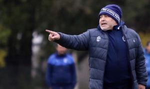 Maradona dirige su primer entrenamiento en Gimnasia a cinco días de su debut