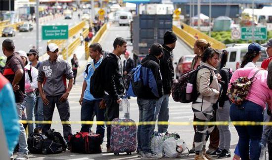 Ecuador dejará pasar a venezolanos con visa para otros países